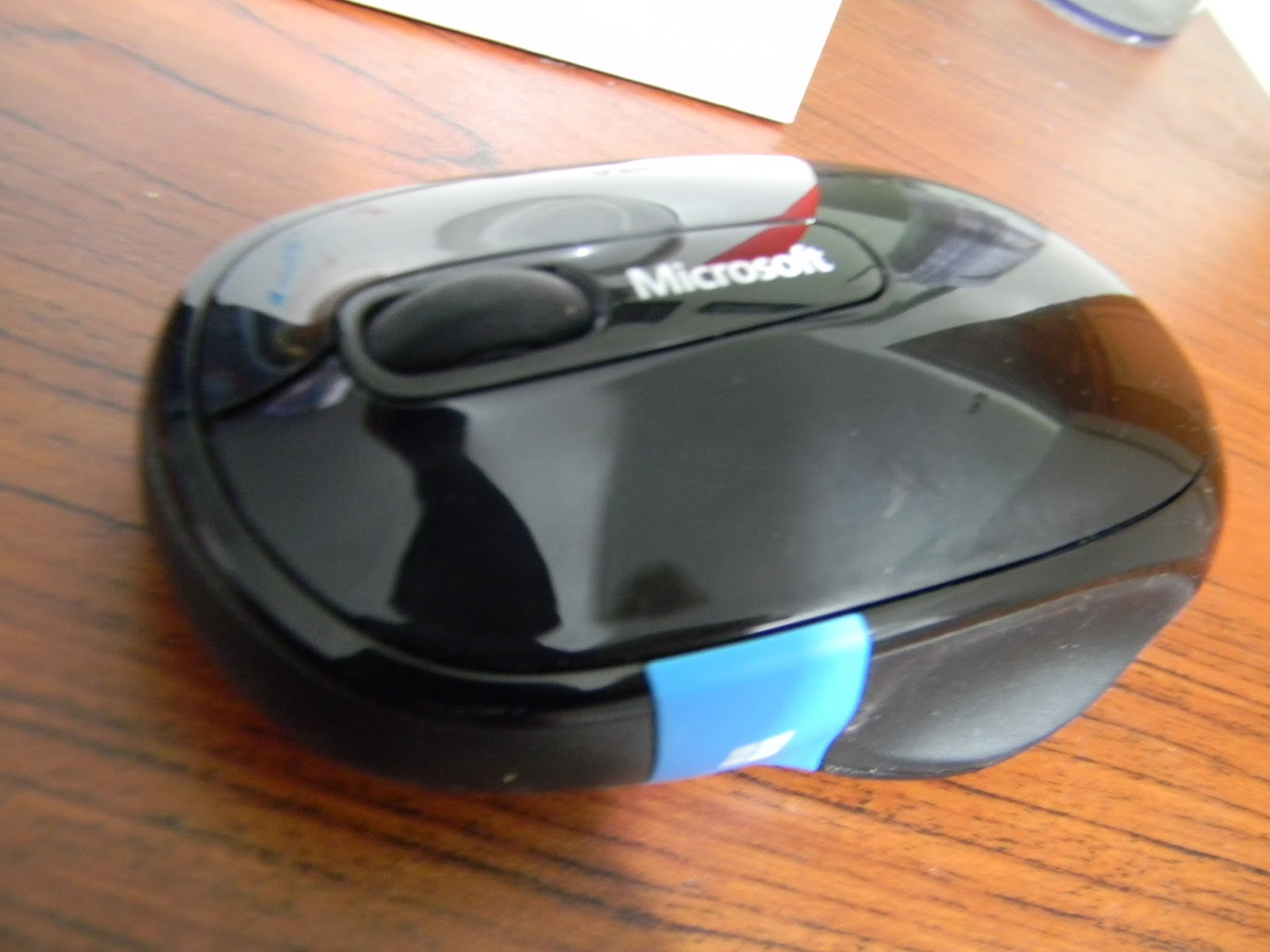 how to open a microsoft mouse battery