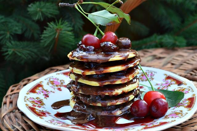 Pancakes cu ciocolata si visine