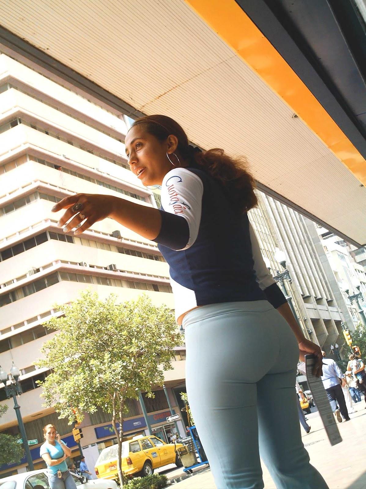 buscandoenlacallecolas: Culo en Jeans