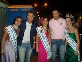 LUCAS E THIAGO E AS RAINHAS DE AGUÁ VERMELHA