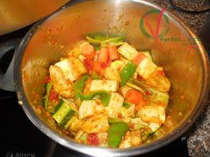 Añadir el resto de verduras y la fruta seca.