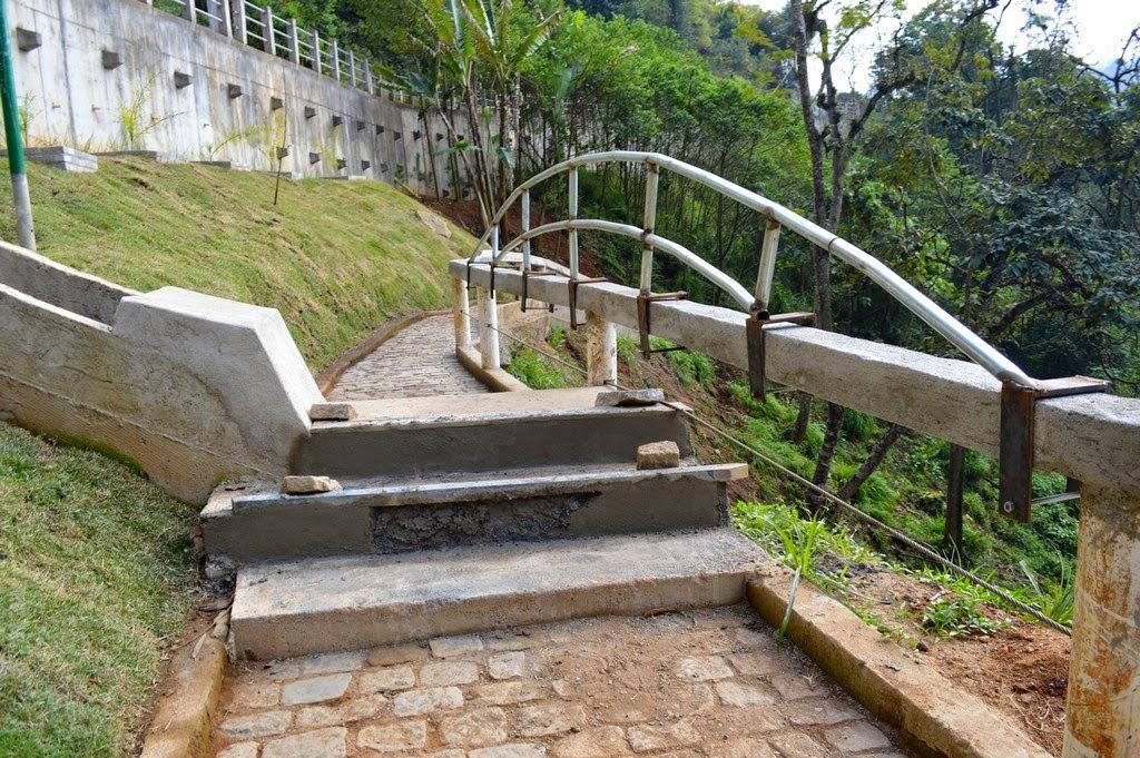 Secretaria de Serviços Públicos instala guarda-corpo e corrimão na Cascata do Imbuí