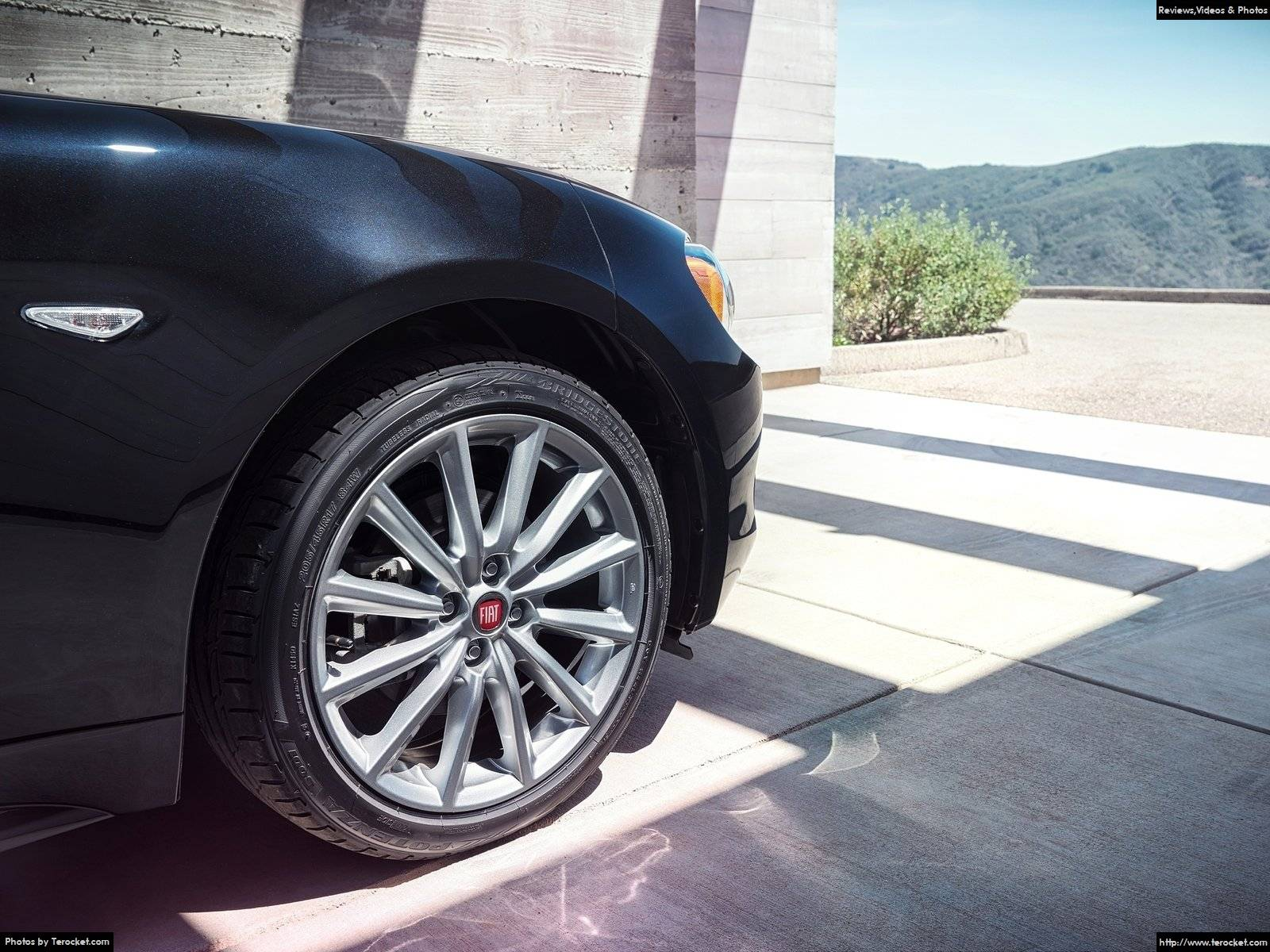 Hình ảnh xe ô tô Fiat 124 Spider 2017 & nội ngoại thất