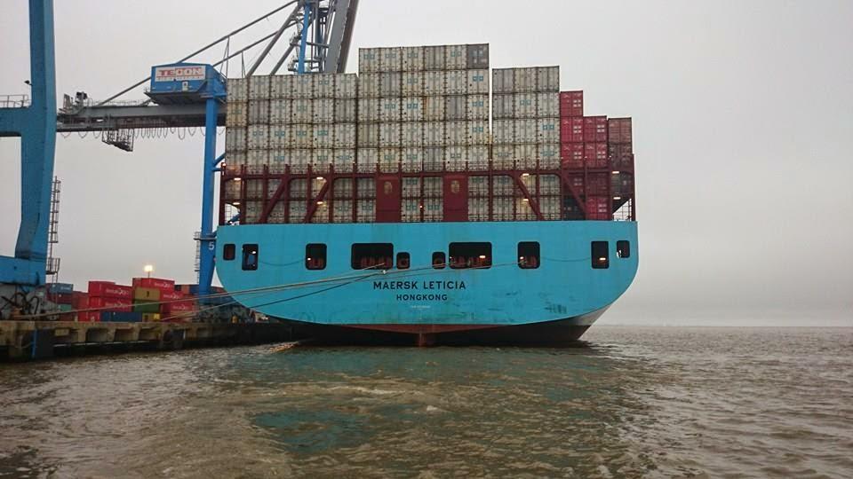 Navio Container descarregando em Rio Grande