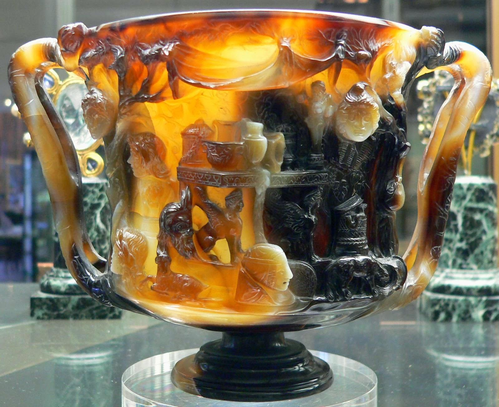 Η μπροστινή πλευρά της κούπας των Πτολεμαίων.