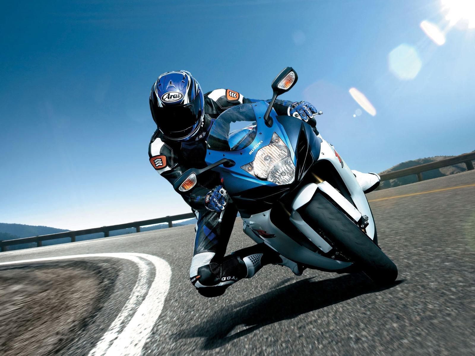 http://3.bp.blogspot.com/-vuGYKSdIfJQ/TuVPIjSZjdI/AAAAAAAAFMQ/IMCLTJIFKXg/s1600/2011_Suzuki_GSX-R_750_motorcycle-desktop-wallpaper_01.jpg