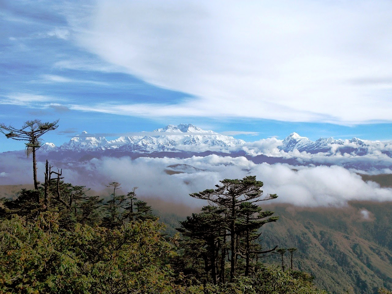 nepal mountain panorama trekking