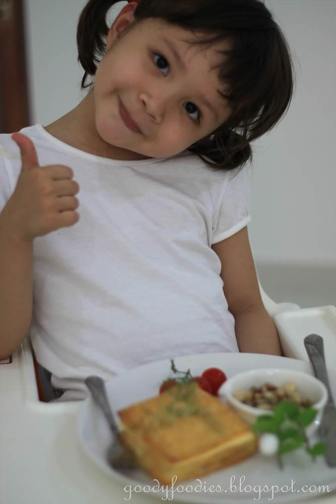 GoodyFoodies: Recipe: Chicken, mushroom and bacon pie (Nigella Lawson)