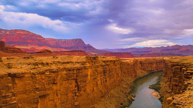 The Colorado River and Marble Canyon, Grand Canyon National Park, Arizona (© Gavin Heffernan/Shutterstock) 606