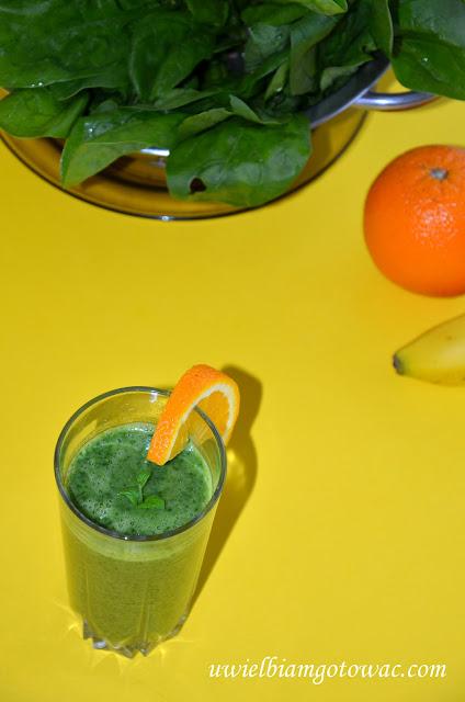 Koktajl szpinakowy z bananem i pomarańczą