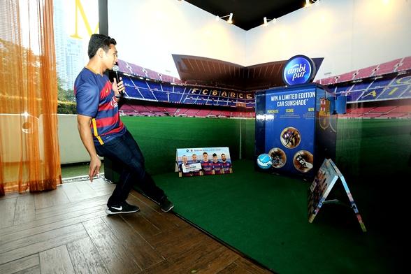 tendangan penalti bau busuk, peraduan menangi percutian ke barcelona, kerjasama antara ambi pur dan juga fc barcelona