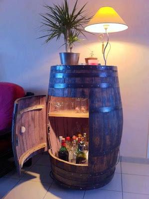 Móvel bar com reutilização de uma pipa