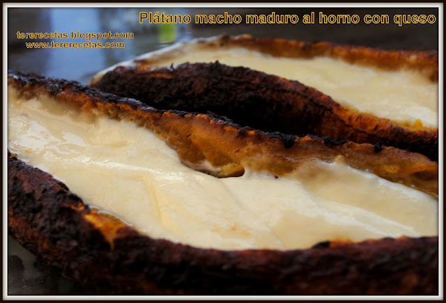 Plátano macho maduro al horno con queso.