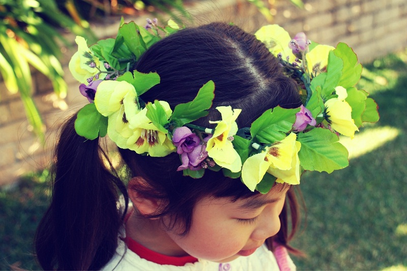 DIY floral crown, floral crown, floral garland, pansy, flowers, leaves, spring, style, accessory, headpiece