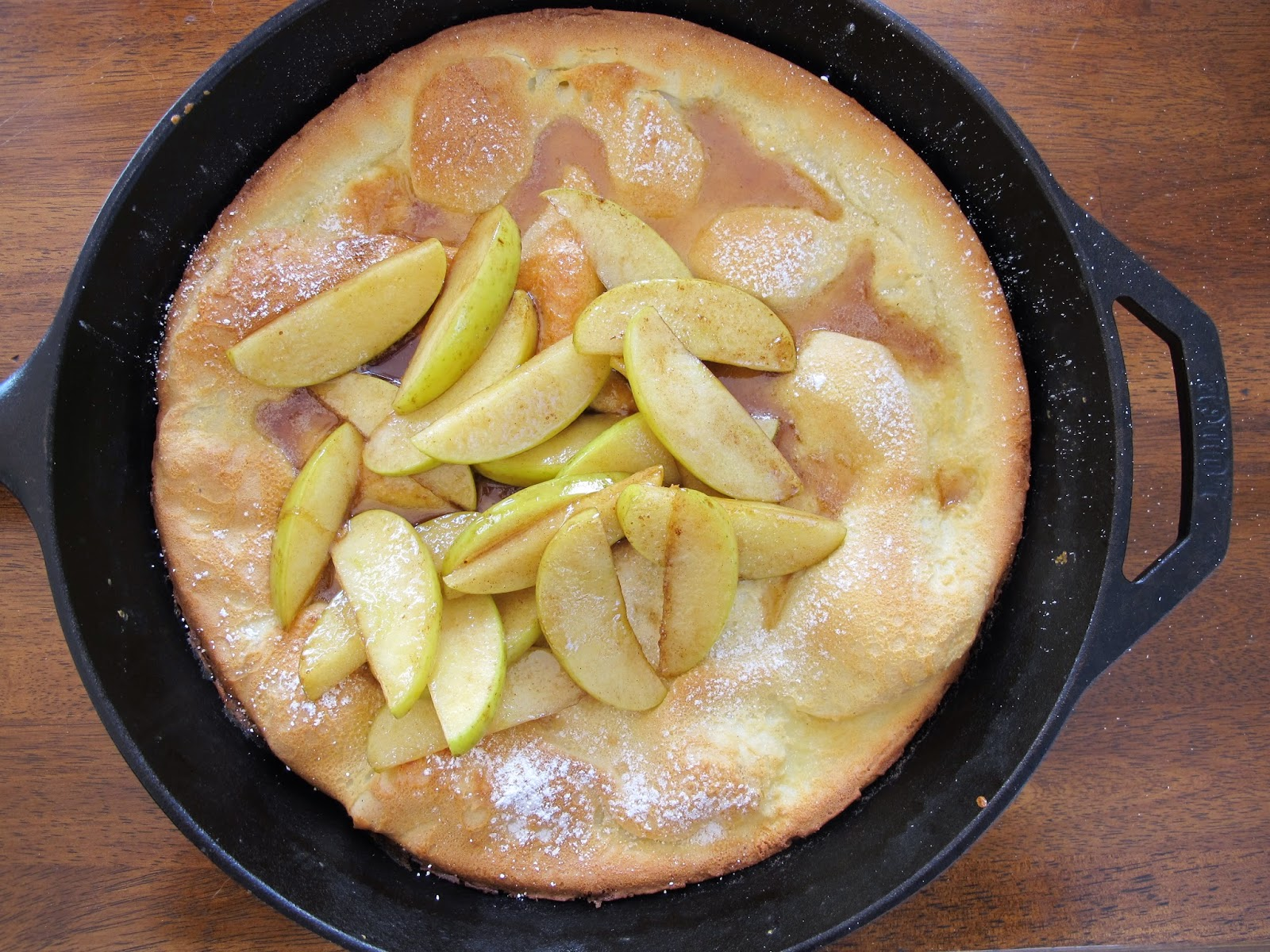 Dutch Baby Pancake with Apples