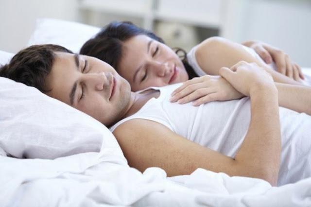 Tidur Tanpa Busana Kunci Pernikahan Lebih Bahagia