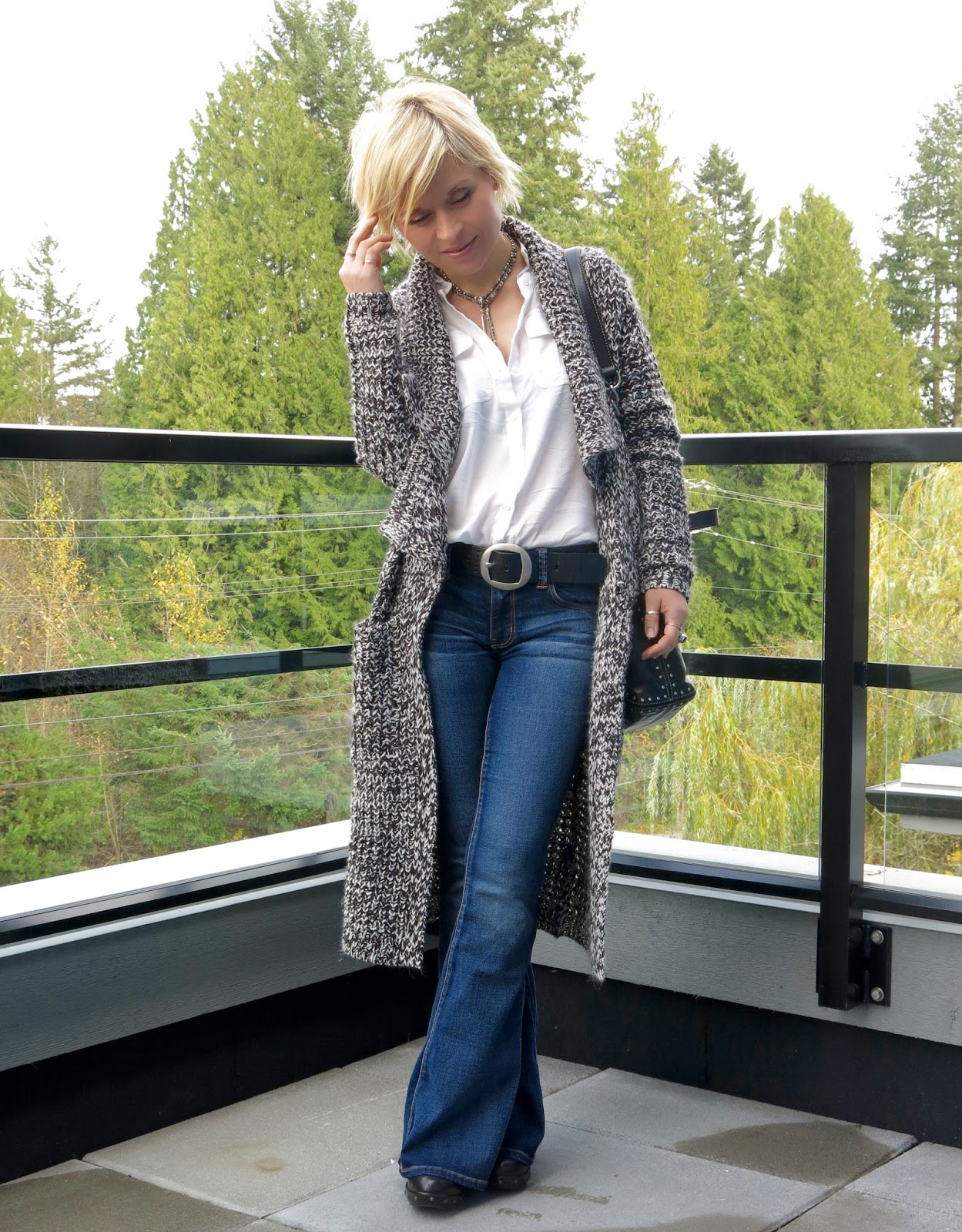 Tech talk: flare jeans, white shirt, and a cardigan coat ...