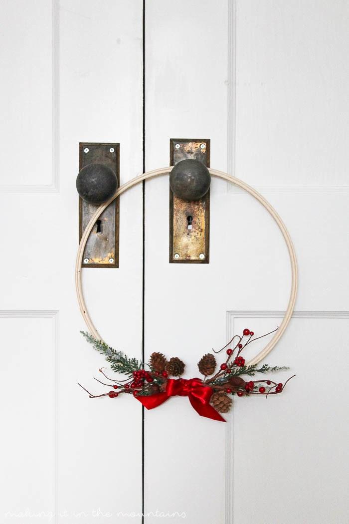 http://3.bp.blogspot.com/-vw3VJTwZl00/VnTu9SGT1XI/AAAAAAABgW0/p7fV_DV3xaU/s1600/5-Minute-Christmas-Wreath-3.jpg