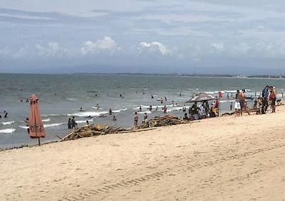 December 2013, Kuta Beach garbage emergency