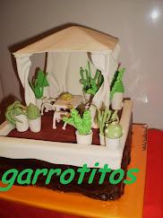 tarta con forma de terraza de vicente, con sus mil plantas.