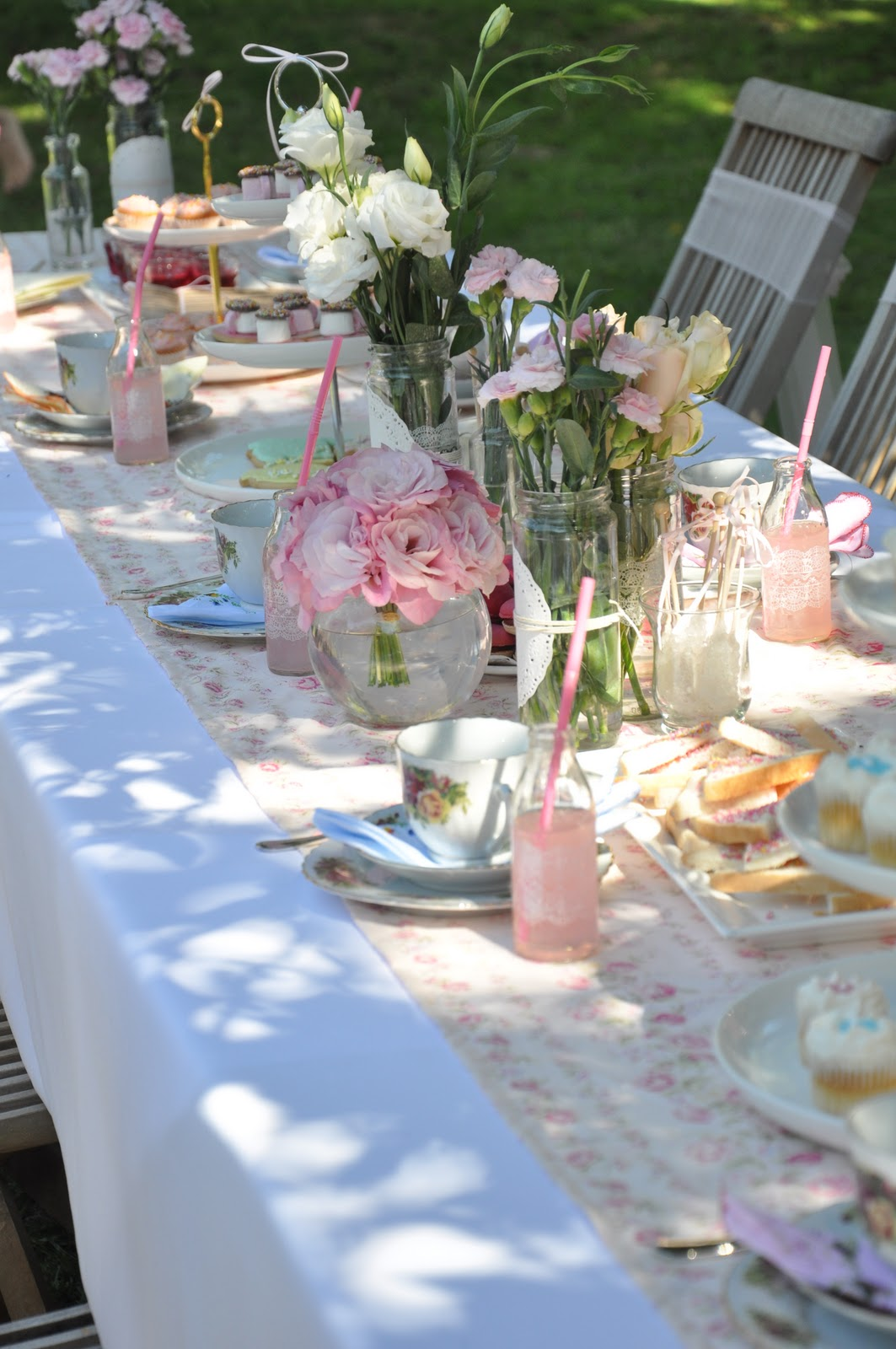 The vintage garden tea party asian wedding ideas summer for Decoracion bautizo en jardin