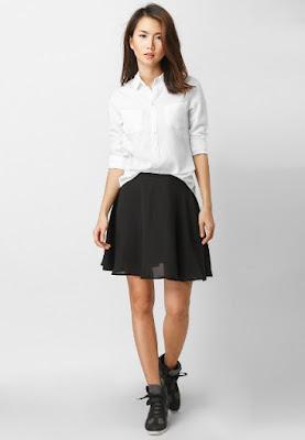 phối đồ với áo sơ mi nữ đẹp màu trắng