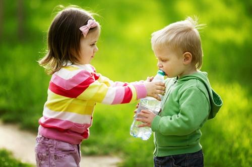 7 Pelajaran Hidup Ini Penting Diberikan ke Anak