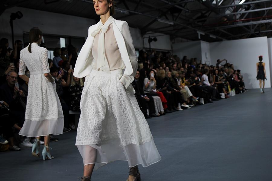 model catwalk bora aksu london fashion week ss16