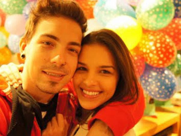 Cinedayvs Di Ferrero Faz Festa Surpresa Para a Namorada Mariana Rios