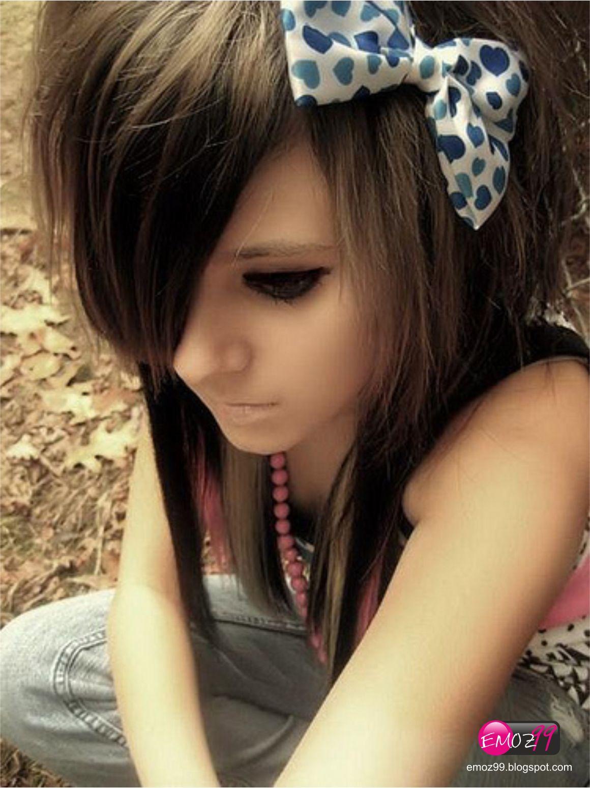 Emo's World: 2012 Cute Emo Girl