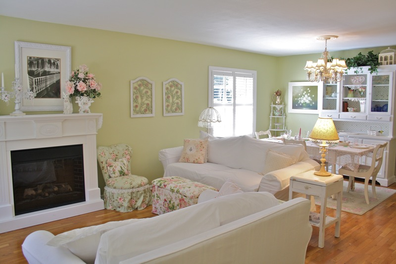 Downtown orlando shabby chic style home tour debbiedoo 39 s for Shabby chic living room ideas