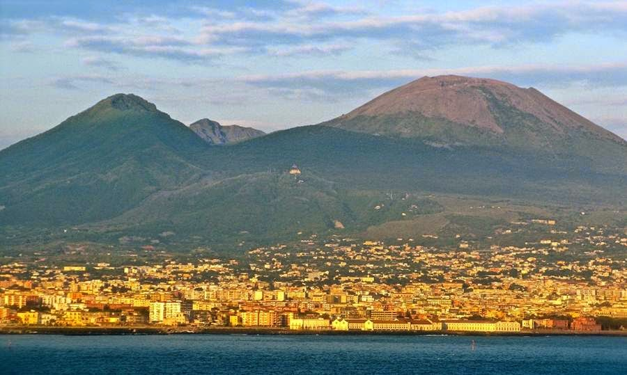 Italian Volcano Mount Vesuvius is Awakening - 2017 UPDATE ...