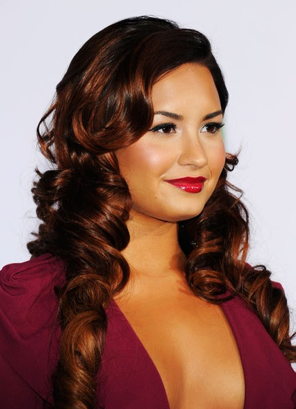 demi lovato long wavy red hairstyles 2013 celebrity
