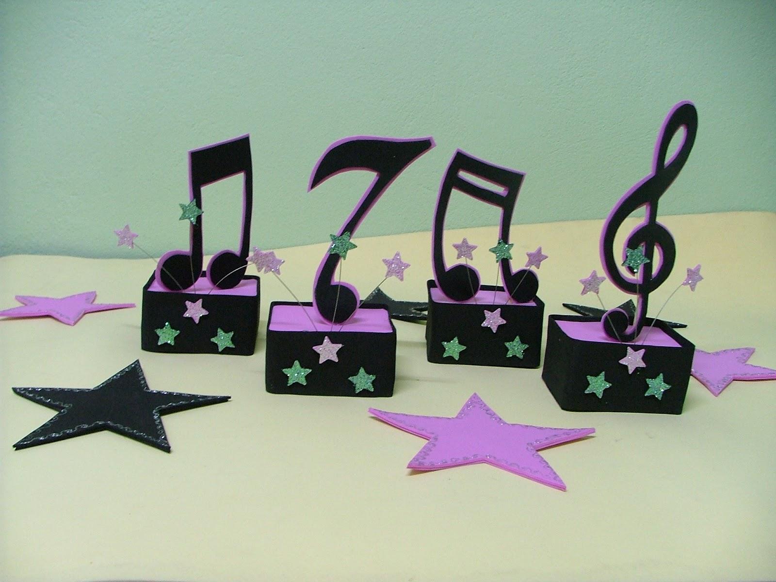 decoracao festa notas musicais:Le e Li Artesanato: Enfeite de Aniversário em EVA