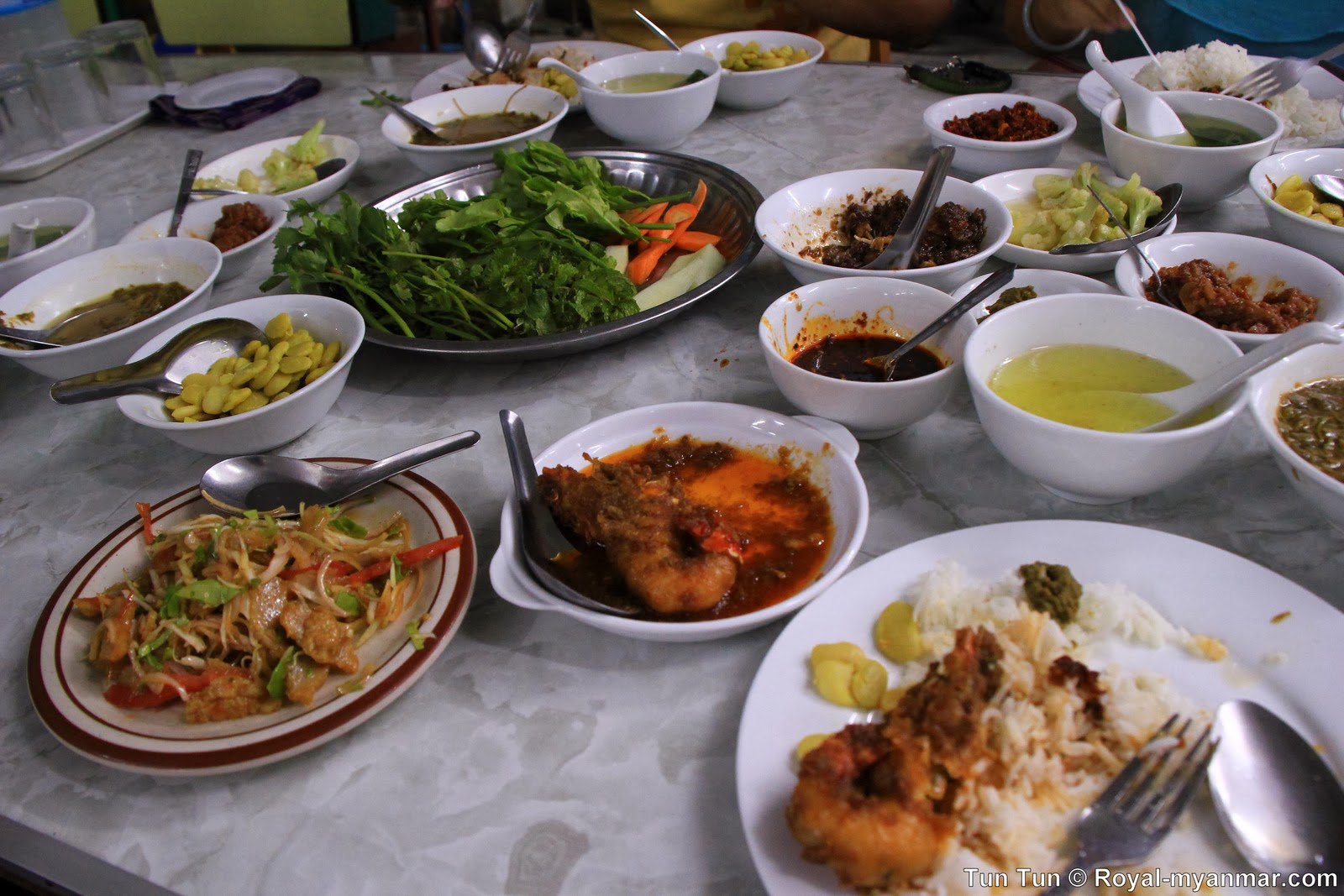 Pakokku Myanmar  City pictures : Tun Tun's Photo Diary: Daw Lay May Pakokku Myanmar Restaurant