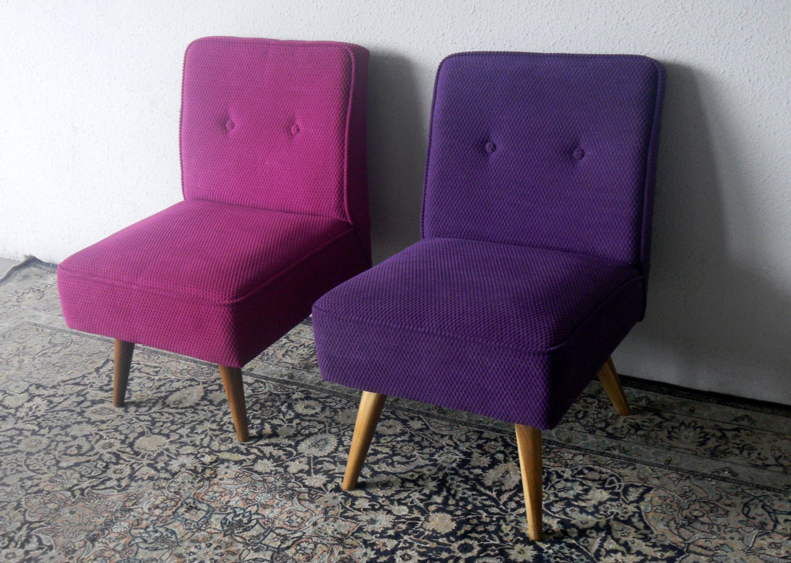 Vintage armless chairs - Mid Century Modern Sofas And Armchairs As Vintage Interiors