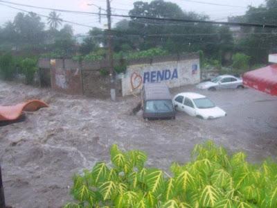 Fotogalerie Hurrikan JOVA: Beeindruckende Fotos Flut und Hochwasser Colima, Jova, Fotos Fotogalerie, Oktober, 2011, Hurrikansaison 2011, Sturmschäden, Sturmflut Hochwasser Überschwemmung