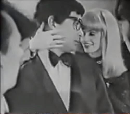 Propaganda do Gillette Platinum Plus apresentada em 1971: um barbear perfeito capaz de enfeitiçar as mulheres.