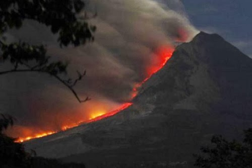 Gunung Kelud Erupsi (foto Merdeka)