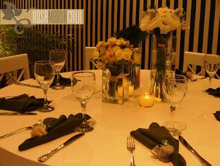 porta guardanapo coala, arranjo flores amarelas, festa