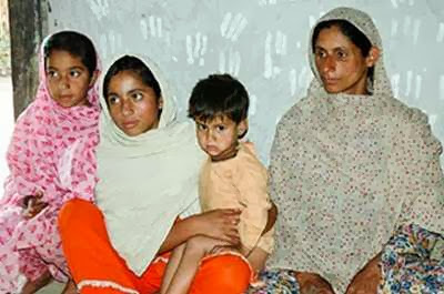 Pelik, Wanita 50an Mengandung Ular