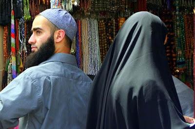 Para Istri Baca Ini! 5 Ciri Suami yang Tidak Menghargai Istri