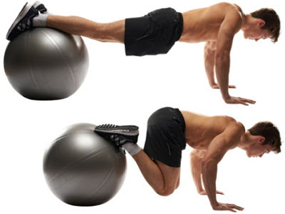 Động tác Plank Crunches on Stability Ball