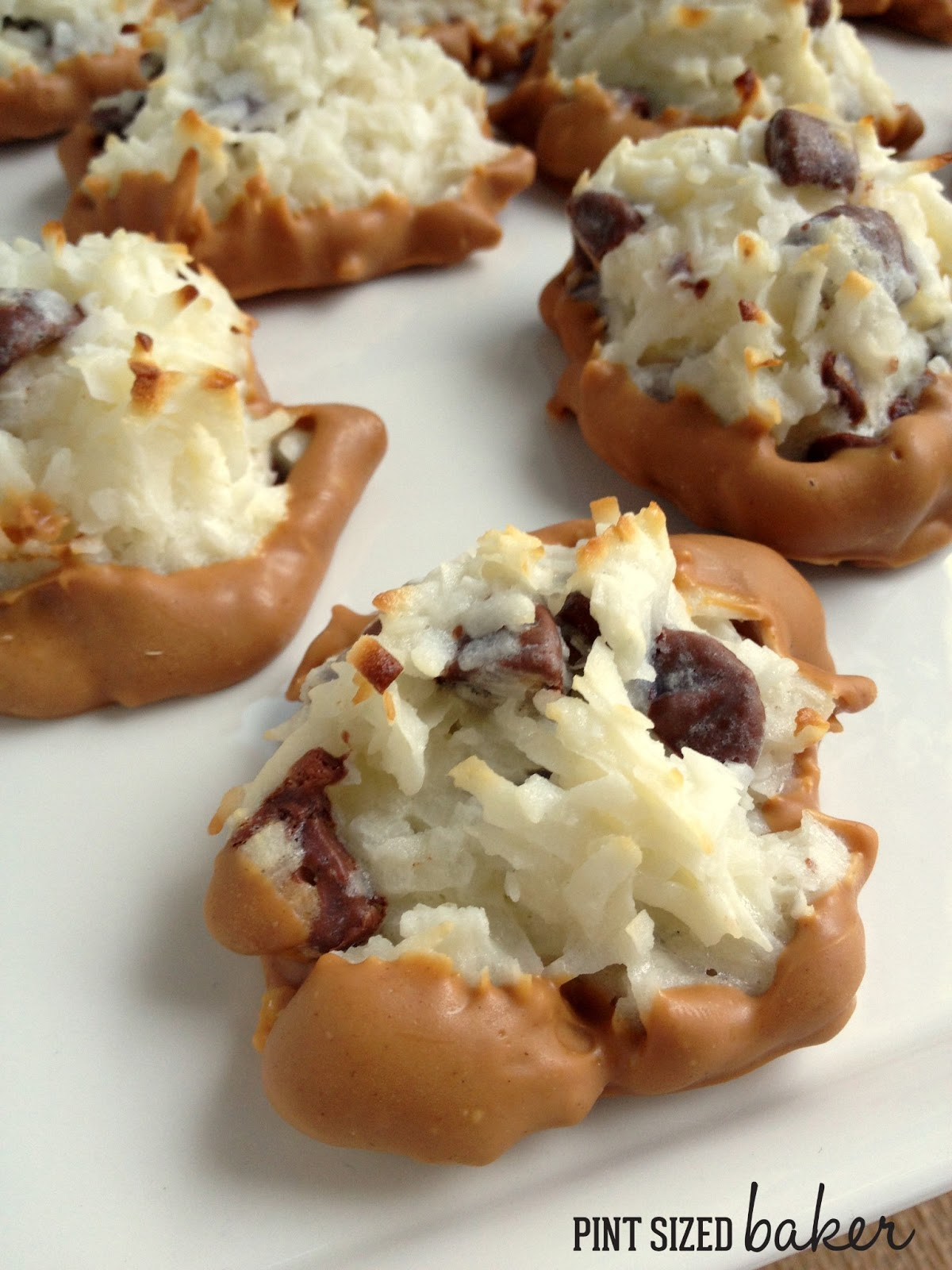 What's better than a Coconut Macaroon? A Peanut Butter Macaroon! These ...