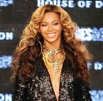 Fashionista and singer Beyonce glamorous style outfits black sparky jumpsuit and blonde curly hair.