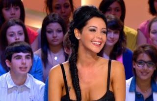Nabilla Benattia, la Bimbo des Anges de la télé-réalité 5 s'attaque à Zahia sur Facebook