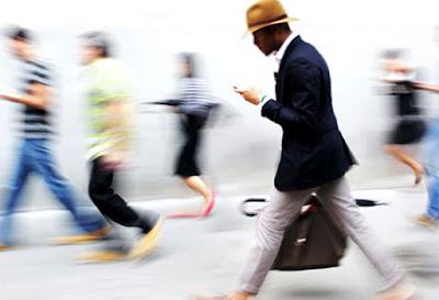 Berjalan sambil Chat