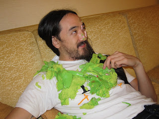 Steve-Aoki-caked-by-Gastronommy-Victoria-Cheng