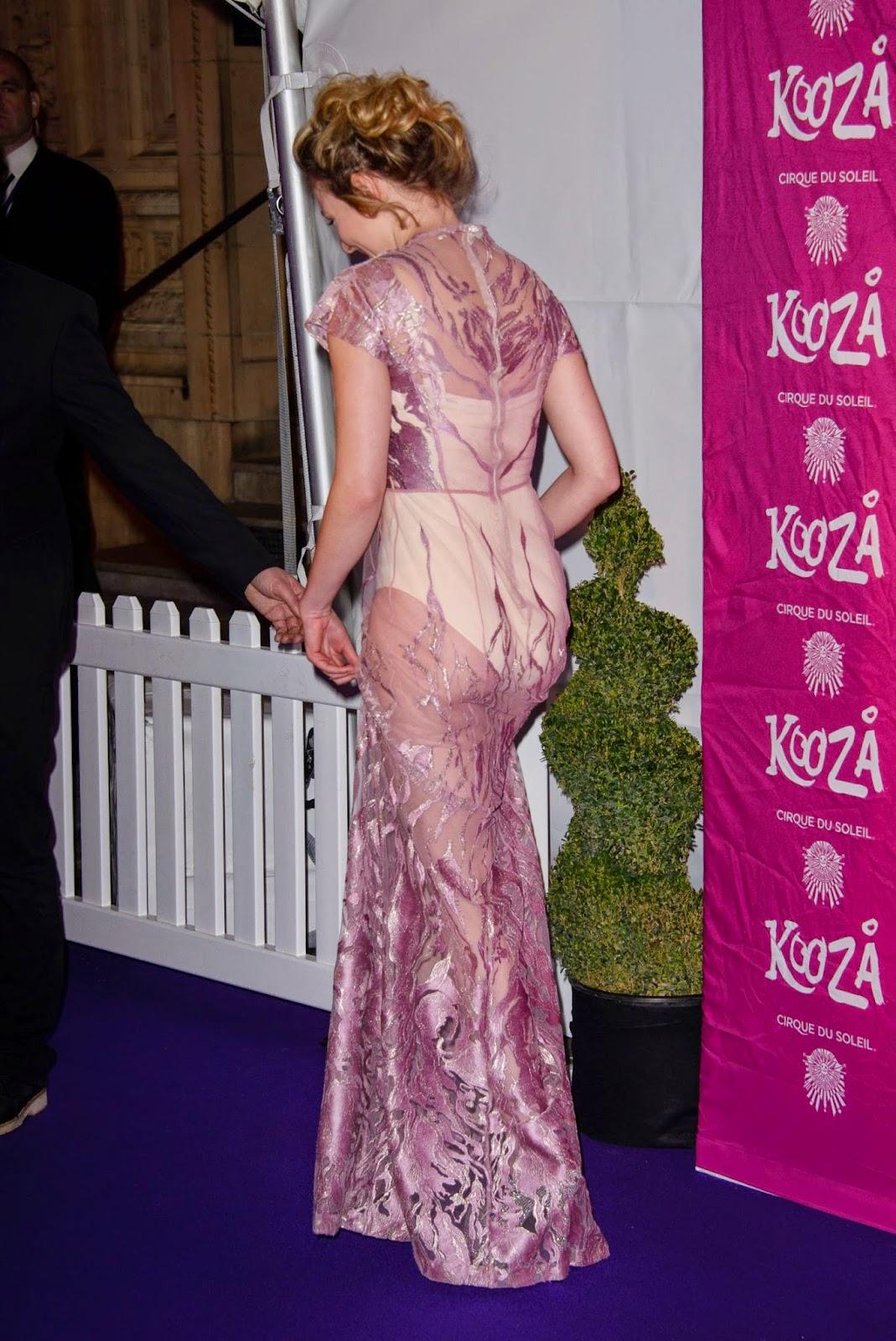 الممثلة الانكليزية داكوتا بلو ريتشاردز بثوب شفاف خلال حضورها حفل في لندن