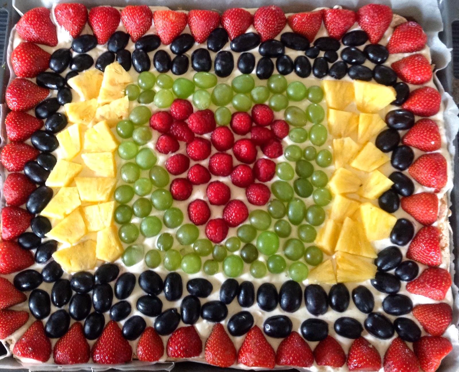kage med frugt og marcipan
